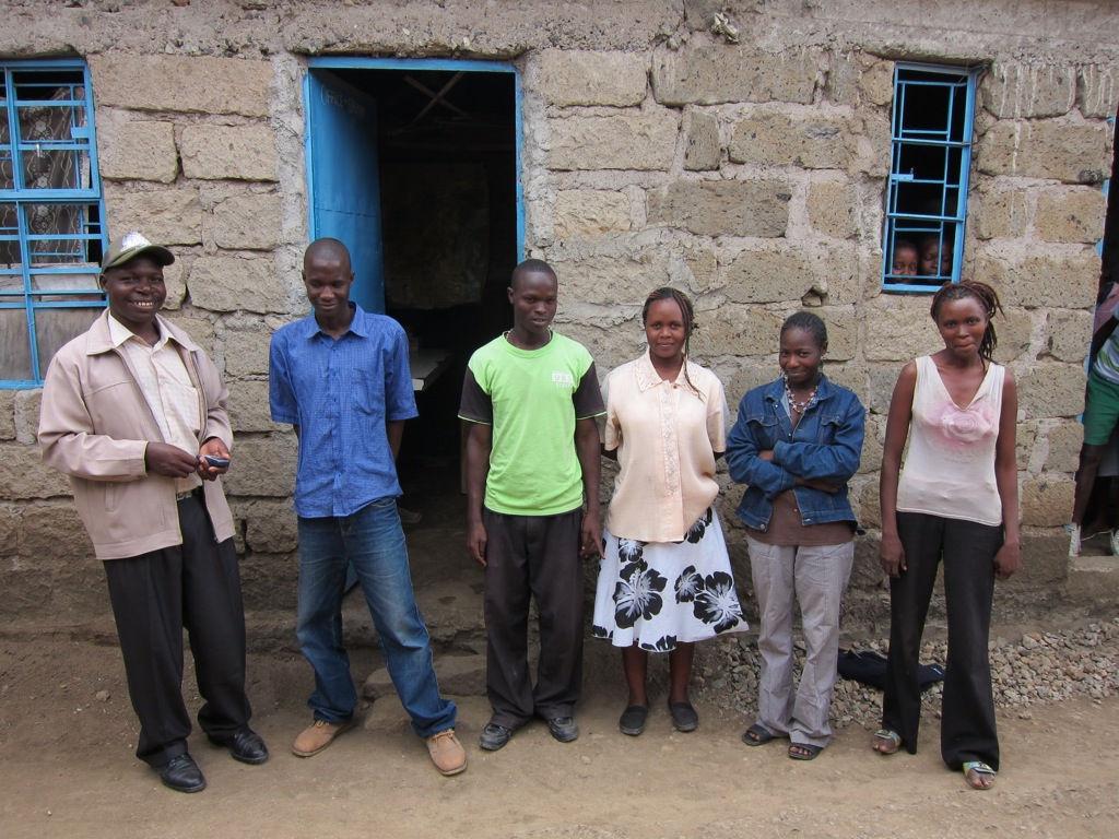 Einige LehrerInnen der St. Lazarus Schule mit Vitalis (links)/Some teachers with Vitalis